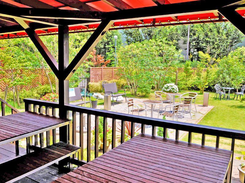 三郷中央聖地 お庭のような休憩スペース