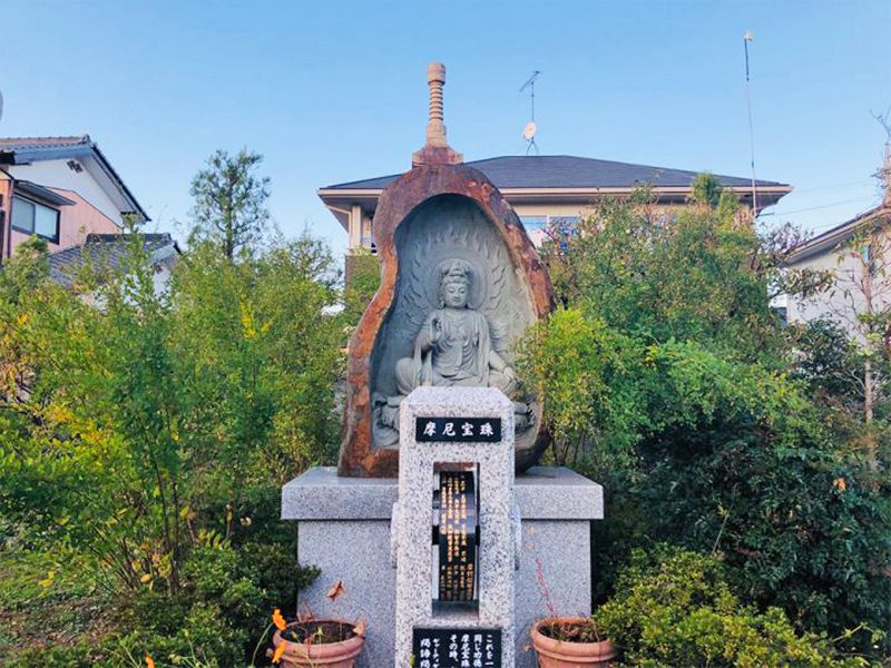 宝性寺 のうこつぼ 穏やかな表情の観音像