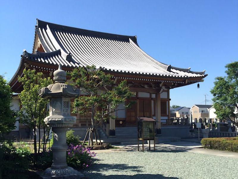 蓮光寺 のうこつぼ 手入れの行き届いた庭園と本堂