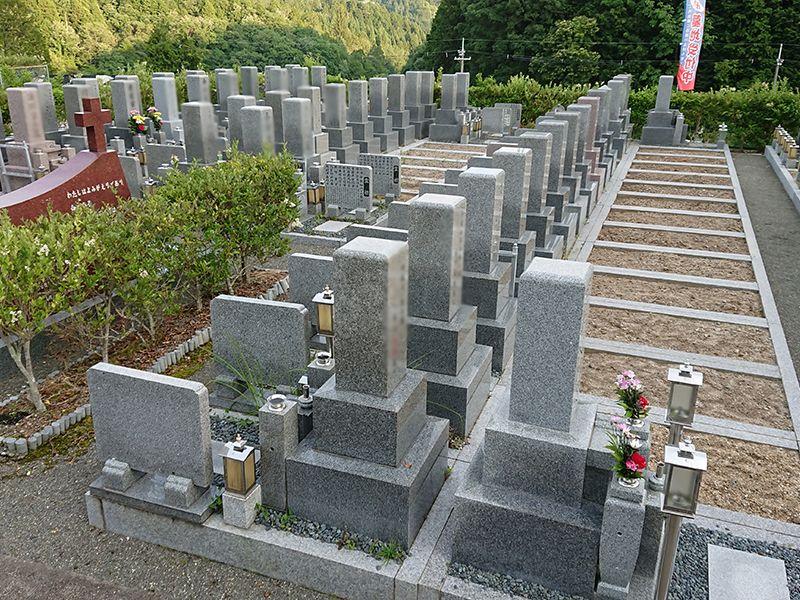 高槻霊園 手入れが行き届いている墓地