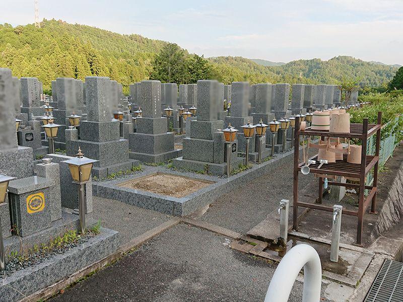 高槻霊園 手桶や柄杓を用意した水場も完備