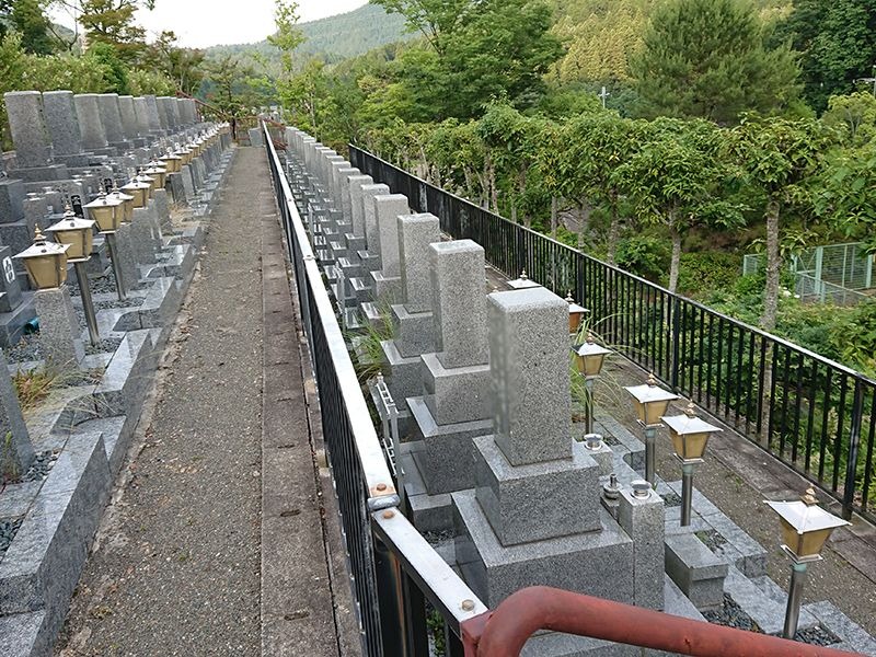 高槻霊園 緑に囲まれた霊園