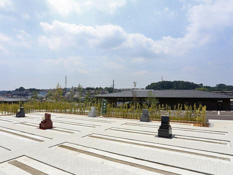 公園墓地 川井聖苑 駐車場が墓域と隣接