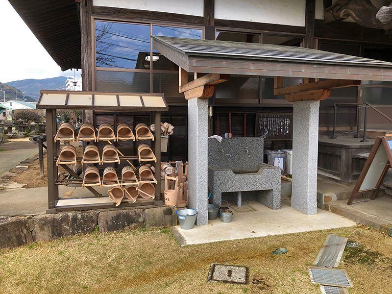 大久寺 水汲み場と参拝道具