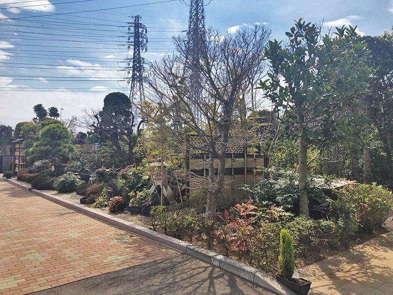 四季の杜 花見川霊苑 手入れの行き届いた庭園