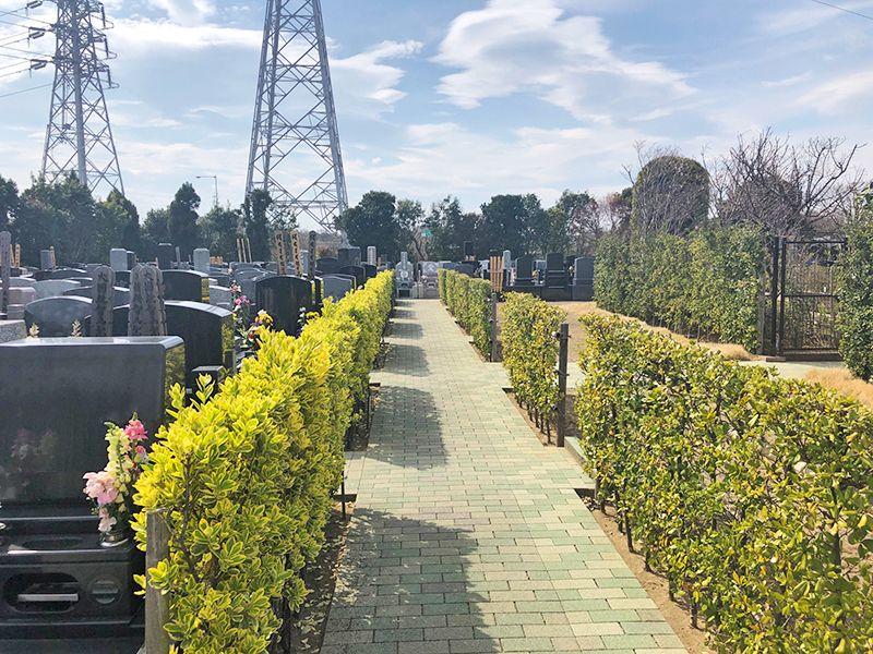四季の杜 花見川霊苑 平坦な参道