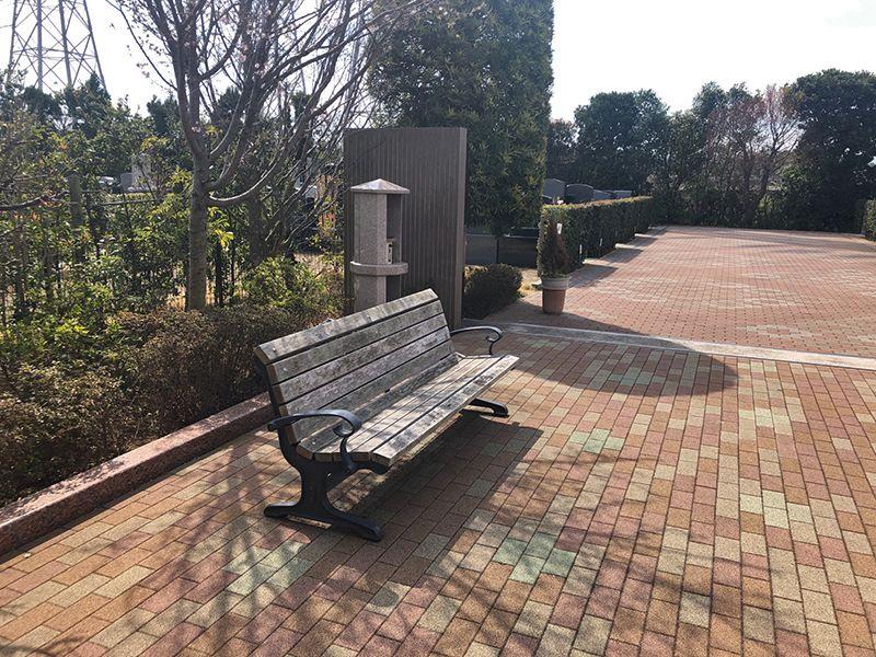 四季の杜 花見川霊苑 休憩できるベンチ