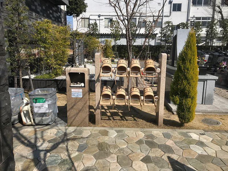 公園墓地 調布霊園 ついのしるべ 道具置き場とゴミ箱