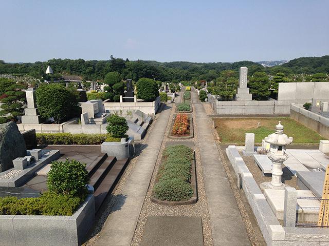 東京霊園 緑豊かでゆとり設計の墓域