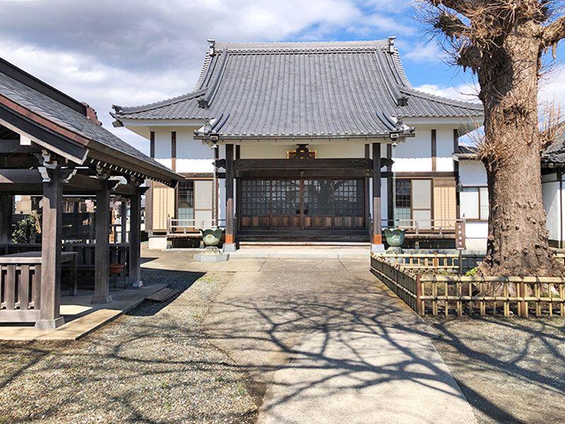 蓮生寺 優しい光が差し込む本堂