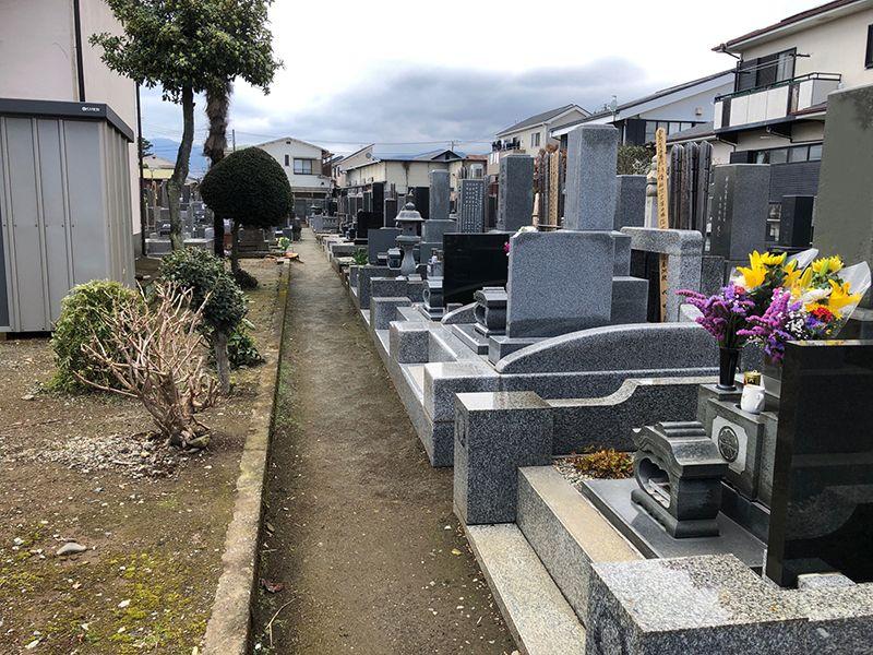 弘経寺 広々とした墓域