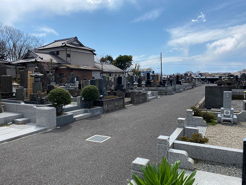 鵠沼共同墓地 広い参道