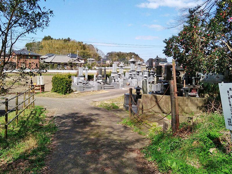 神崎共同墓地 明るい雰囲気の墓域
