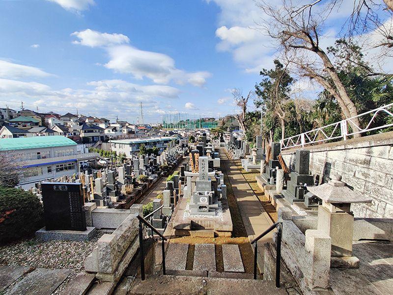 鶴見霊園 日当たり良好な墓地