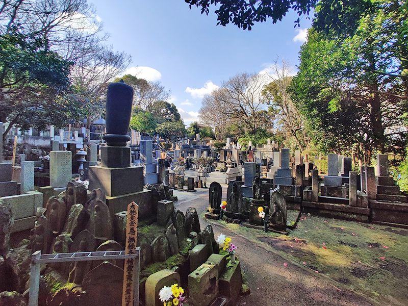 建功寺墓地