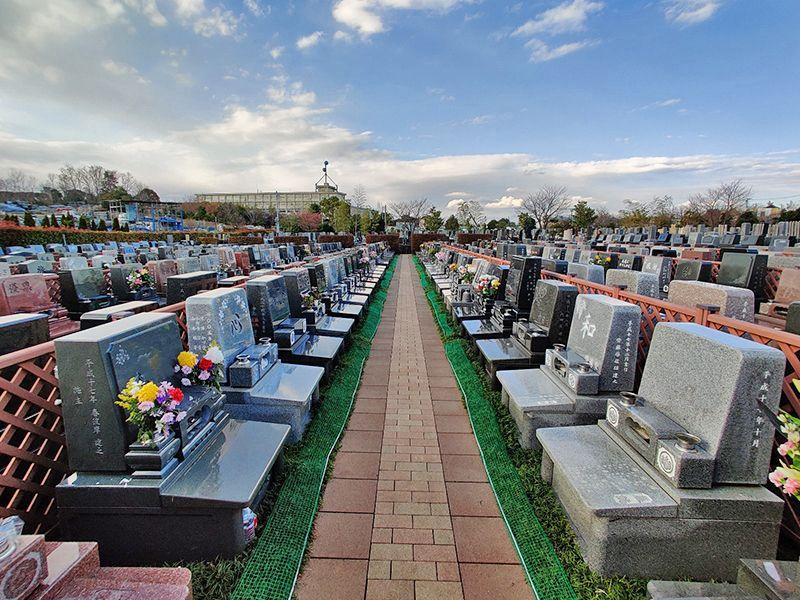 朝陽の杜墓苑「東の丘」 参道はバリアフリー設計