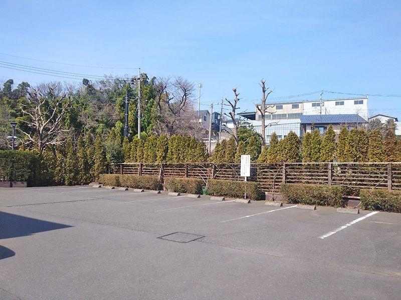 秋津ふれあいパーク 広い駐車場
