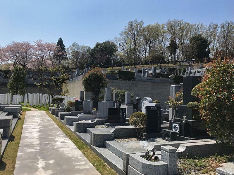 森林公園昭和浄苑 日当たりのよい斜面にある墓域