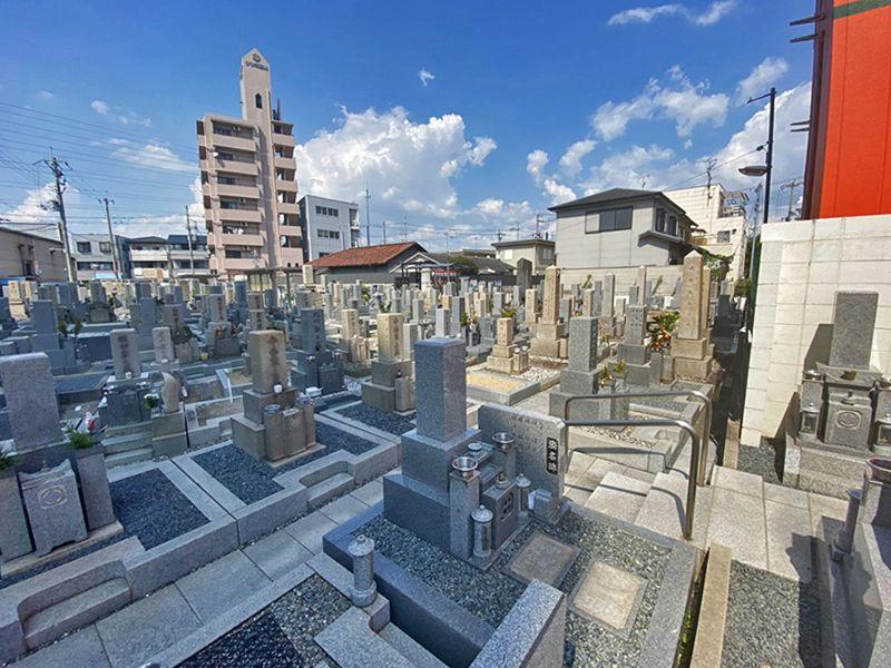 川辺共同墓地 日当たり良好な墓域