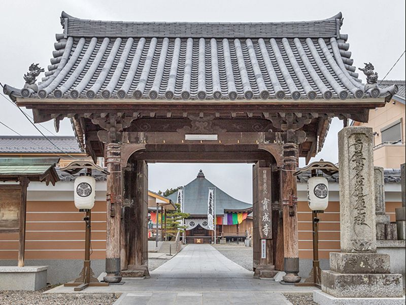 實成寺の山門