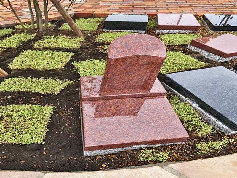 足立セメタリーパーク 磨かれた墓石