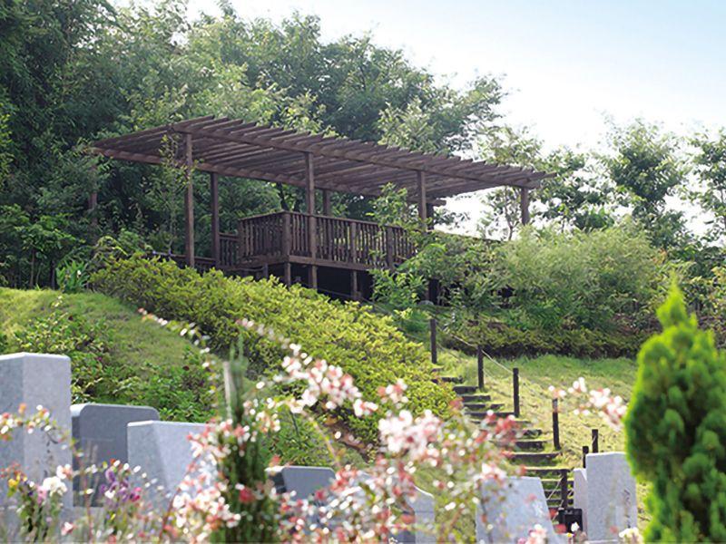 永代供養墓 太陽の碑 メモリアルサンステージ 緑豊かな園内