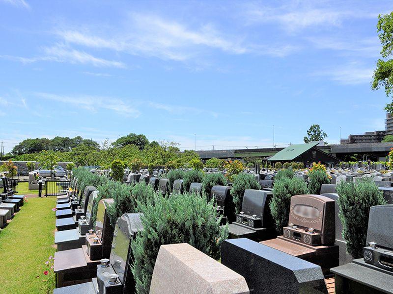 メモリアルガーデン大宮青山苑 木々に囲まれた墓域