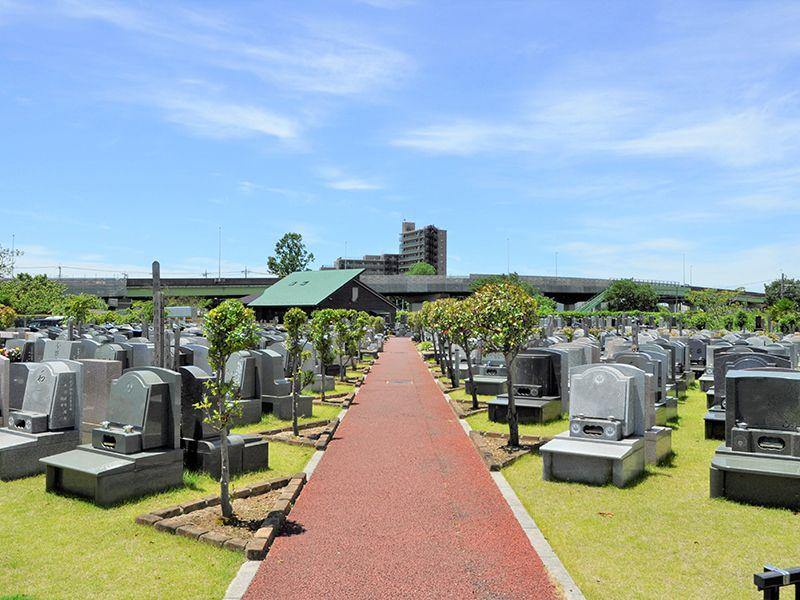 メモリアルガーデン大宮青山苑 開放的できれいな墓域