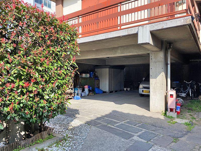 東上野霊苑 駐車場と駐輪場