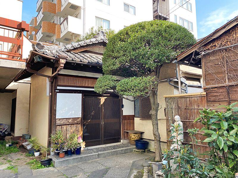 東上野霊苑 寺務所入口