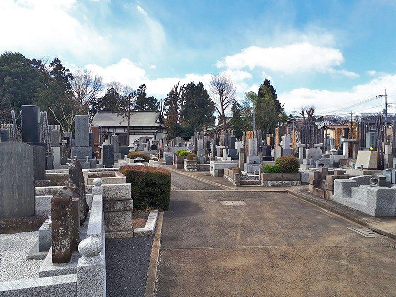 日野市営墓地 バリアフリーの参道