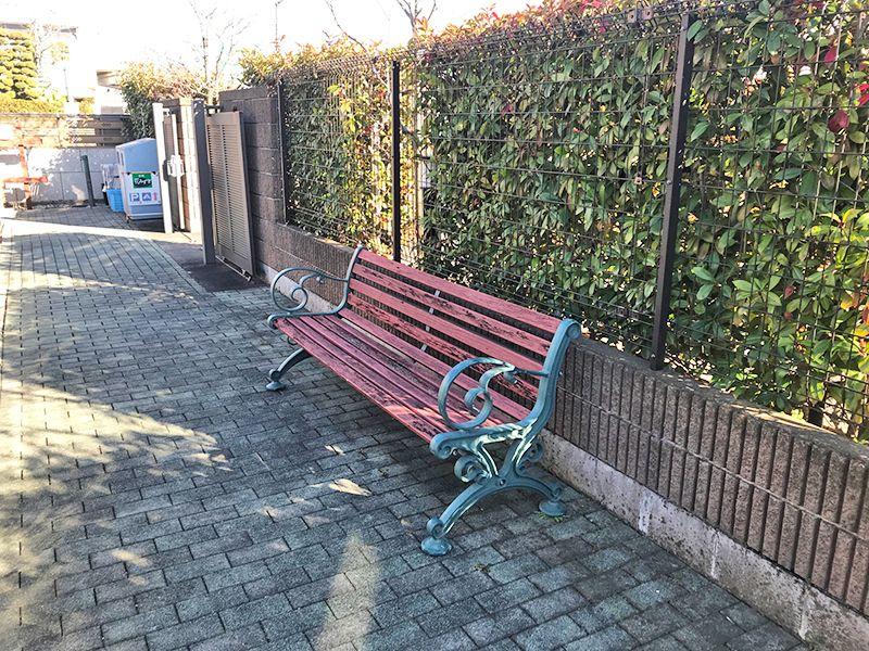 聖苑花みずき 木陰の休憩ベンチ