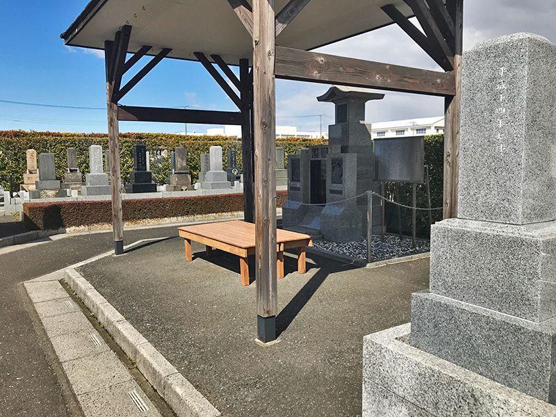 法光寺墓苑 屋根付き休憩ベンチ