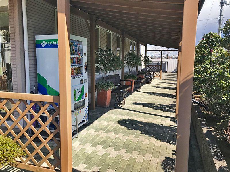 セントグリーン かすかべ聖地霊園 屋根付き休憩ベンチ