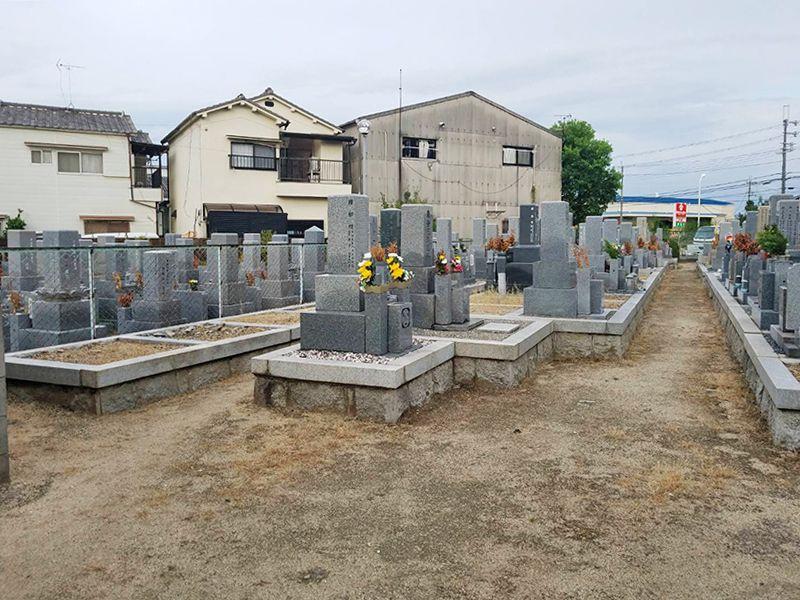 摂津市営 鳥飼下墓地 広々とした墓域