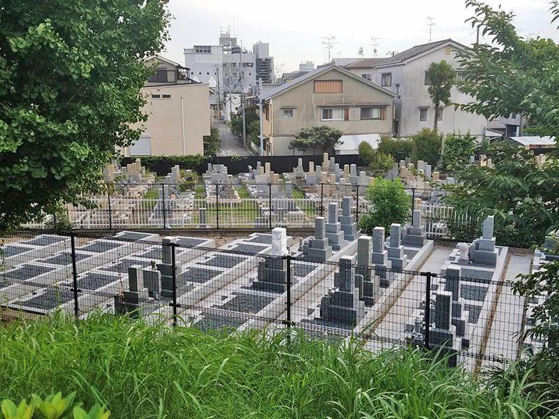 茨木市墓地 フラットな参道