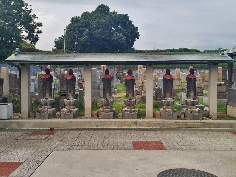茨木市墓地 墓域にあるお地蔵様