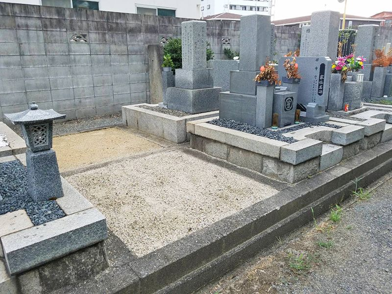 摂津市営 一津屋西墓地 広々とした区画