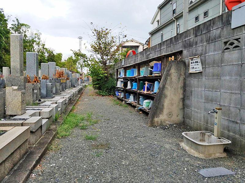 摂津市営 一津屋西墓地 掃除用具置き場