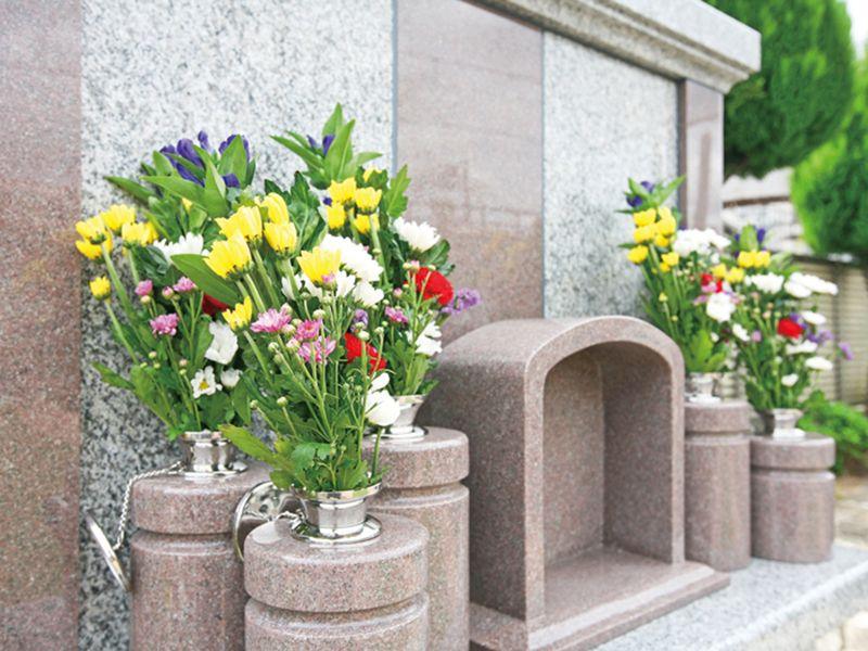 メモリアルステーション南千住 花の添えられた供養墓