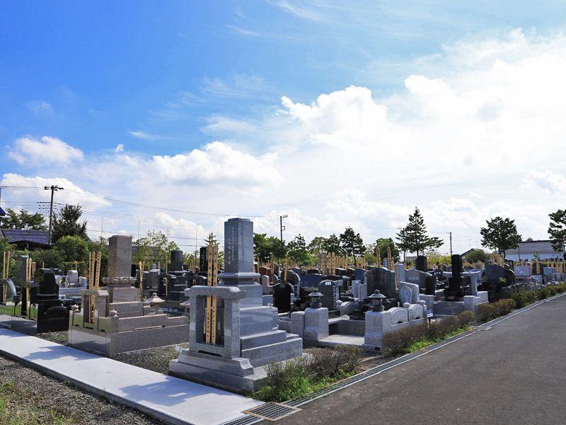 善勝寺 開放的な雰囲気の墓域