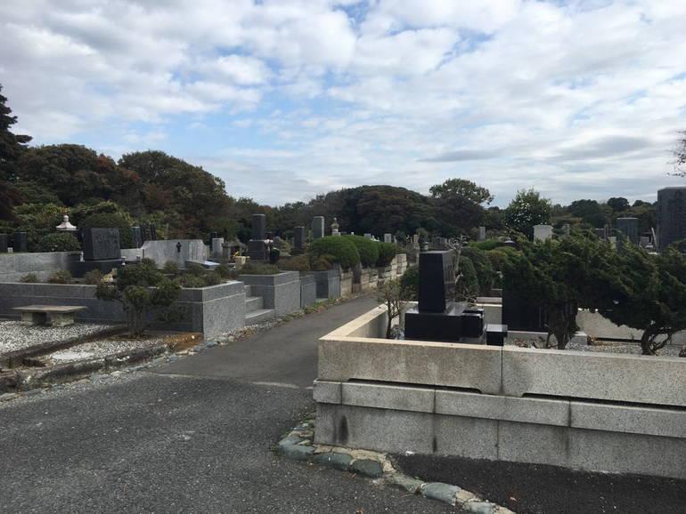 横浜市営 日野公園墓地 手入れの行き届いた植栽
