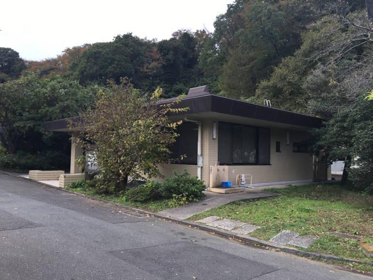 横浜市営 日野公園墓地 緑に囲まれた休憩スペース