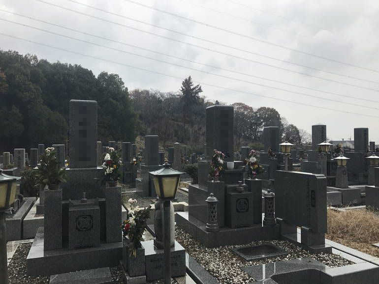 大阪狭山市営 西山霊園 色々なデザインの墓石