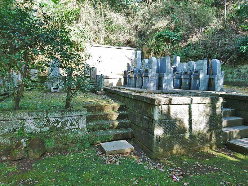 釜利谷中央浄苑 木漏れ日が射す墓域