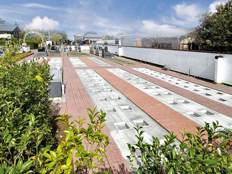 熊谷大樹の里霊園 バリアフリー設計の園内