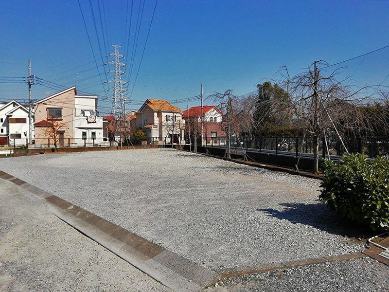 八潮樹木葬墓地 広く平坦な駐車場