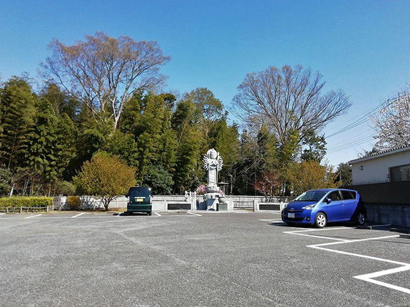 柏湖南聖地公苑 広い駐車スペース