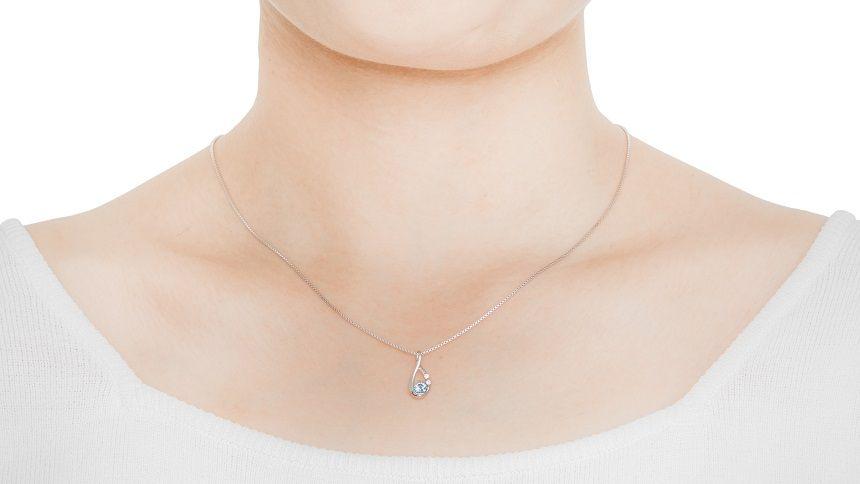 ご遺骨ダイヤモンドのネックレス装着イメージ