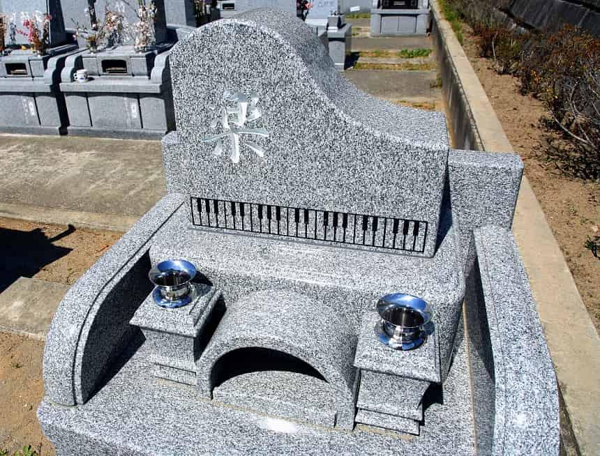 ピアノ型のデザイン墓石